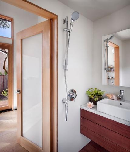 baie cu mobilier suspendat